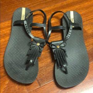 Ipamema sandals